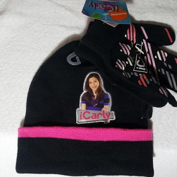 Winter hat and gloves. NWT. Nickelodeon cbaa46eba6f3